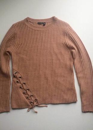 Бежевый свитер со шнуровкой