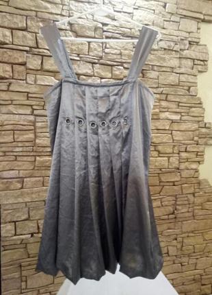 Атласное платье с люверсами и стразами,46-48 размер