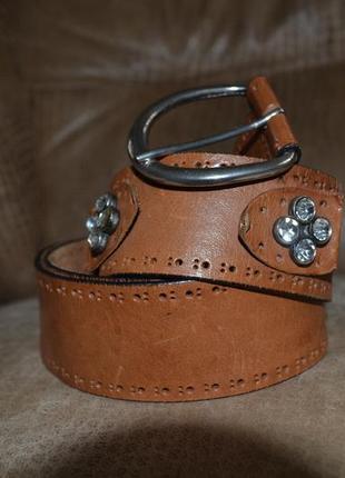 Ремень кожаный friis (англия) со стразами и перфорацией.