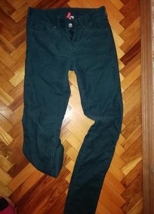 Вельветовые джинсы красивого цвета