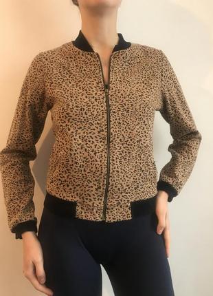 Бомбер с леопардовым принтом