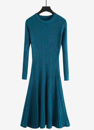 Трикотажное платье цвета морской волны