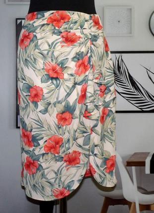 Юбка с драпировкой спереди в цветочный принт oasis
