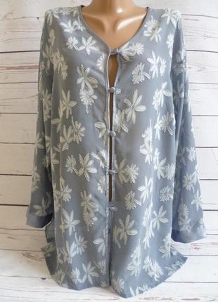 Красивая серая блуза с цветами