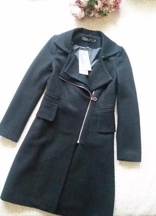 Черное демисезонное пальто косуха со съемным меховым воротником