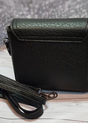 Стильная компактная черная сумочкачерез плече.4 фото