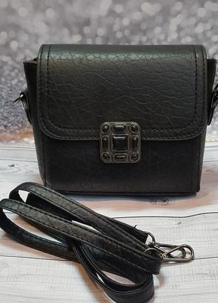 Стильная компактная черная сумочкачерез плече.5 фото