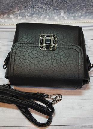 Стильная компактная черная сумочкачерез плече.3 фото