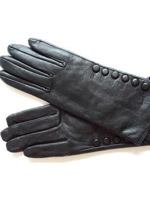 Перчатки с пуговицами