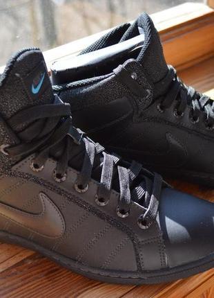 Новенькие крутые кроссовки nike