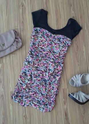 Платье летнее по фигуре с драпировками и с сеткой