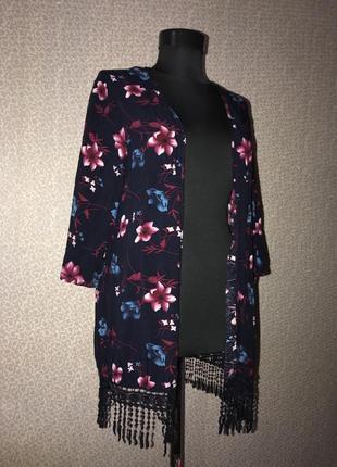 Красивое кимоно с кисточками