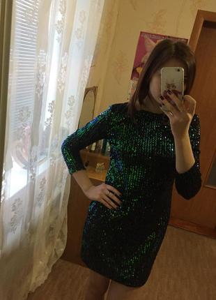 Яркое платье в пайетках