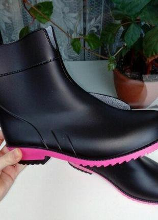 Полусапоги/ сапоги резиновые женские черн с ярко-розовой полоской5