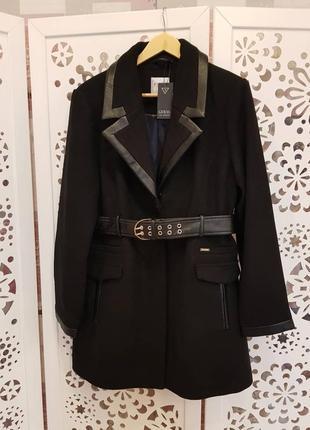 Пальто guess. новое