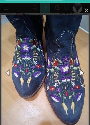 Красивые сапоги козаки с вышивкой.
