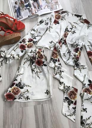 Классный костюм с шортами цветочный принт
