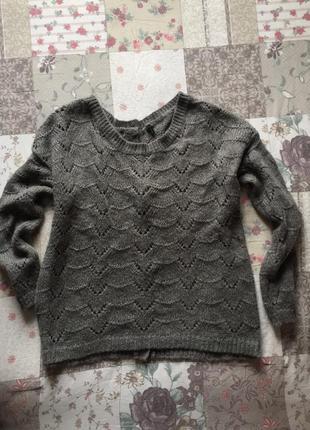 Красивый ажурный свитер с пуговицами на спинке benetton
