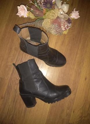 Шкіряні черевики на тракторній підошві 40р h&m