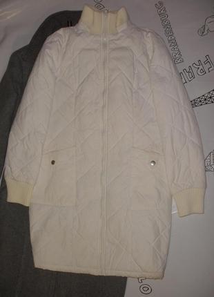 Удлиненная стеганная легкая курточка bess c трикотажными манжетами и воротником