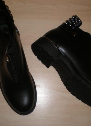 Продам фирменные ботиночки