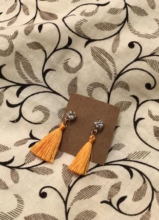 Сережки кисти с камушком