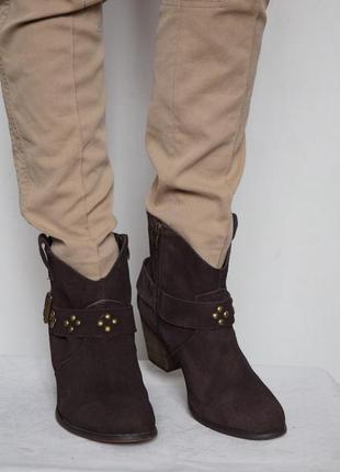 Стильные демисезонные  ботинки novocento