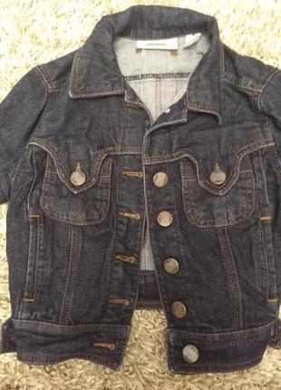 Стильный короткий джинсовый пиджак mango