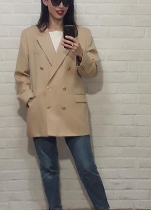 Стильный трендовый двубортный пиджак
