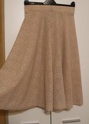 Нежно бежевая гипюровая юбка миди, цветочный орнамент