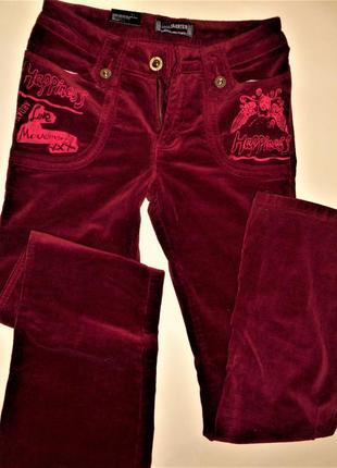 Вишневые вельветовые брюки