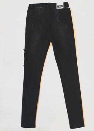 Джинсы скинни рваные с принтом женские узкие черные с вышивкой высокой посадкой5 фото