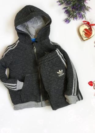 Тепленький оригінальний костюм adidas,на вік 2-3 р}