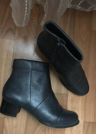 Кожаные демисезонные ботинки ботильоны на низком каблуке 37 размер