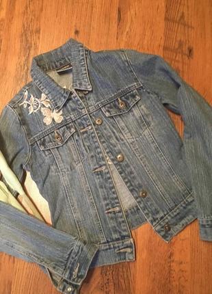 Джинсовка с вышивкой р.9-10 лет
