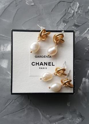 Трендовые серьги узелки с жемчугом золотого цвета матовые винтажный стиль 20193