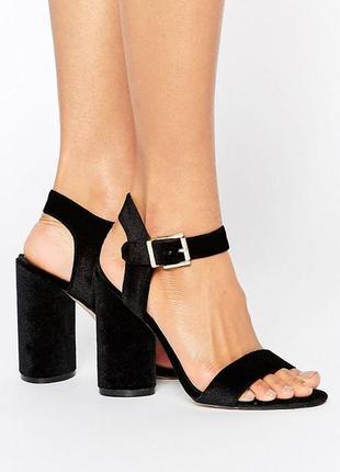 Шикарные бархатные босоножки на толстом круглом каблуке от new look
