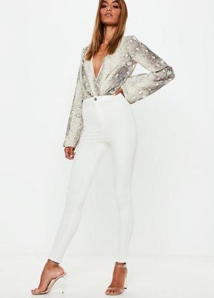 Базовые белые джинсы скинни