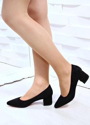 Классические туфельки на низком каблучке