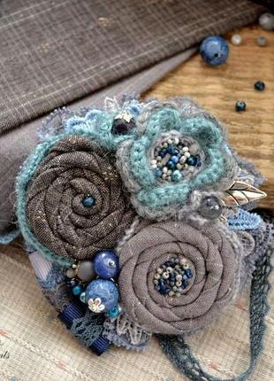 Брошь ′омут′, текстильная брошь бохо, вязаная брошь ручной работы, брошь с сапфиром