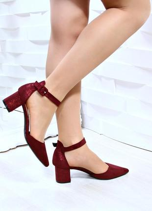 Элегантные туфельки с ремешком вокруг ножки