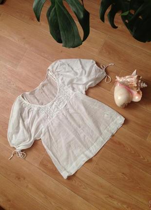 Белоснежная батистовая блуза туника в крестьянском стиле для роскошного декольте