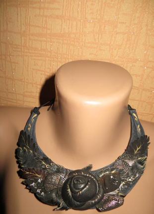 Женственное, романтичное колье ручной работы из кожи.