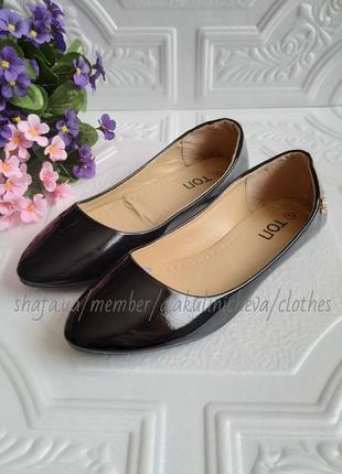 Черные лаковые классические туфли-балетки