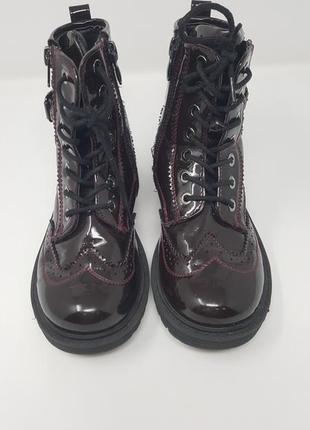 Лаковые утеплённые ботинки