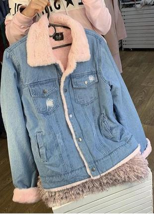 Джинсовая куртка с мехом /шубка пудрового цвета