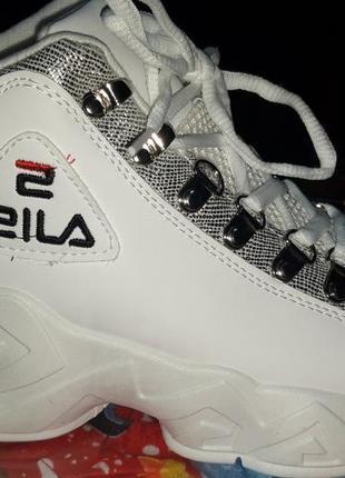 Модные белые кроссовки fila