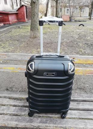 Пластиковый чемодан дорожный carbon ударопрочный  для авиа