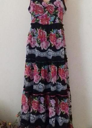 Красивое длинное шифоновое платье с принтом