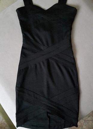 Облегающее платье-сарафан h&m c декоративными вставками.